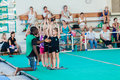 Gymnastik lehrer young girls Lizenzfreie Stockfotografie