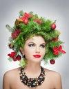 Härlig idérik xmas makeup och inomhus fors för hårstil skönhetmodemodell girl vinter härlig innegrej i studio Arkivbilder
