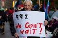 Hög man med det tecknet på occupy wall street Royaltyfri Fotografi
