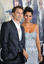 Halle berry olivier martinez los angeles premiere her new movie cloud atlas grauman s chinese theatre hollywood october los Stock Photography