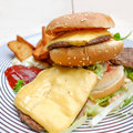 Hamburger de fromage Photos stock