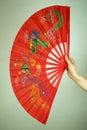 Hand die grote Chinese ventilator houdt Royalty-vrije Stock Afbeelding