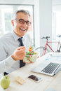 Happy businessman having an healthy lunch Royalty Free Stock Photo