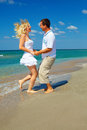 Happy couple having fun on the beach in love Royalty Free Stock Photography