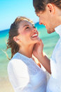 Happy couple by the sea Royalty Free Stock Photos