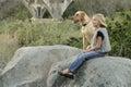 Felice ragazza e suo cane