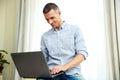 Happy laptop man using Στοκ φωτογραφίες με δικαίωμα ελεύθερης χρήσης
