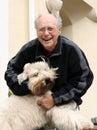 Feliz hombre y su perro