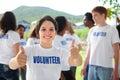 Šťastný dobrovolník zobrazené palec nahoru