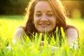Feliz mujer en verde