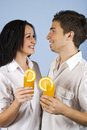 Happy young couple with fresh orange juice Royalty Free Stock Photos