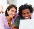 Happy young couple in front of a laptop Royalty Free Stock Photography