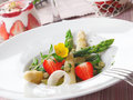 Healthy strawberry and asparagus salad Stock Images