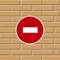 Het belemmeren van verkeersteken op bakstenen muur Royalty-vrije Stock Foto's