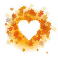 Het blad van de herfst: hart vorm. Stock Foto's