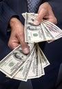 Het Geld van de Dollars van de Holding van handen Royalty-vrije Stock Afbeeldingen