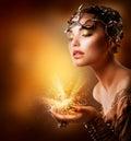 Het Portret van het Meisje van de manier. Gouden Make-up Royalty-vrije Stock Foto's