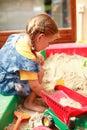 Het spelen van het kind in zandbak Royalty-vrije Stock Afbeelding