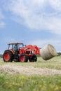 Het Vervoeren van de tractor om Baal Stock Fotografie