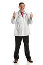 Hispanischer Doktor Showing Thumbs Up Stockfoto