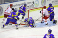 Is-hockey modiga Ukraina vs Polen Royaltyfri Bild