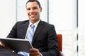 Homem de negócios using digital tablet no escritório Fotos de Stock