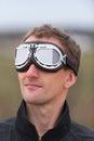 Homem novo com os óculos de proteção do aviador do steampunk Foto de Stock Royalty Free