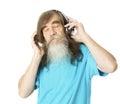 Homem superior que escuta a música nos fones de ouvido homem idoso com barba Fotografia de Stock Royalty Free