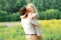 Homme et femme amour couple date épousant concept Image libre de droits