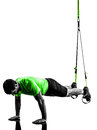 Homme exerçant la silhouette de trx de formation de suspension Photographie stock