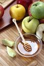 Honey and apples fresh organic Royalty Free Stock Photography