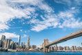 Horizon de new york et pont de brooklyn Images stock