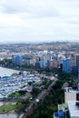Horizonte costero de la ciudad Imagen de archivo