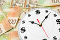 Horloge et dollars canadiens Image stock