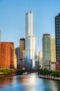 Hotel internazionale e torre di trump in chicago il nella mattina Immagini Stock Libere da Diritti