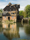 Houghton mill the current a on the great ouse river in cambridgeshire england dates probably from the seventeenth century Royalty Free Stock Photos