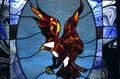 Hublot en verre souillé avec l'aigle dans la chapelle Photos libres de droits