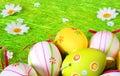 Huevos de Pascua un fondo Fotografía de archivo libre de regalías
