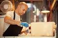 Il panettiere making traditional ice screma Fotografie Stock Libere da Diritti