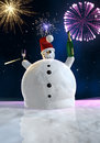 Il pupazzo di neve divertente sta celebrando Fotografie Stock Libere da Diritti
