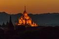 Osvětlené chrám na západ slunce