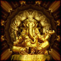 Image de dieu indou ganesha de sculpture d or Photographie stock