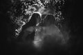 Image de futur baiser heureux de papa le ventre à lui Photographie stock libre de droits