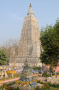 India mahabodhy temple bodhgaya february buddhist pilgrims from the entire world are praying on the area of complex in the Royalty Free Stock Photos