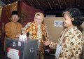 Indonesia democracy obstacle a local election in solo java indonesian lawmakers are expected to vote this week on legislation that Stock Photos