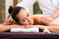 Indonesian woman wellness massage in spa Royalty Free Stock Images