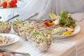 Insalate gastronomiche in ciotole di vetro Fotografie Stock