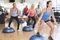 Istruttore che cattura il codice categoria di esercitazione alla ginnastica Immagine Stock Libera da Diritti