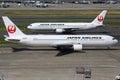 Japan airlines boeing à l aéroport de tokyo haneda Photo stock
