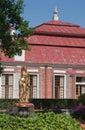 Jardín del palacio de Monplaisir. Peterhof. Rusia Imagen de archivo